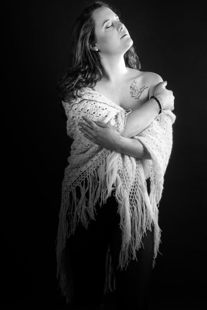 seance photo femme portrait noir et blanc